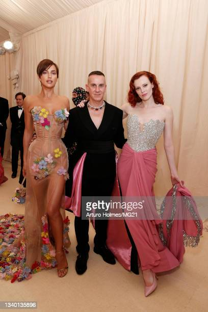 Irina Shayk, Jeremy Scott and Karen Elson attend The 2021 Met Gala Celebrating In America: A Lexicon Of Fashion at Metropolitan Museum of Art on...