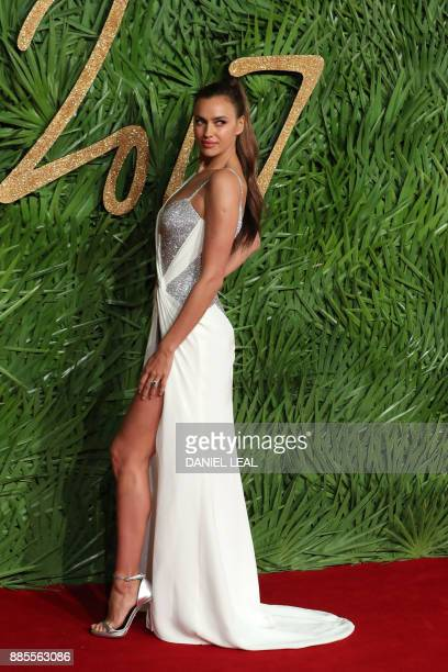 Irina Shayk poses on the red carpet upon arrival to attend the British Fashion Awards 2017 in London on December 4 2017 / AFP PHOTO / Daniel...