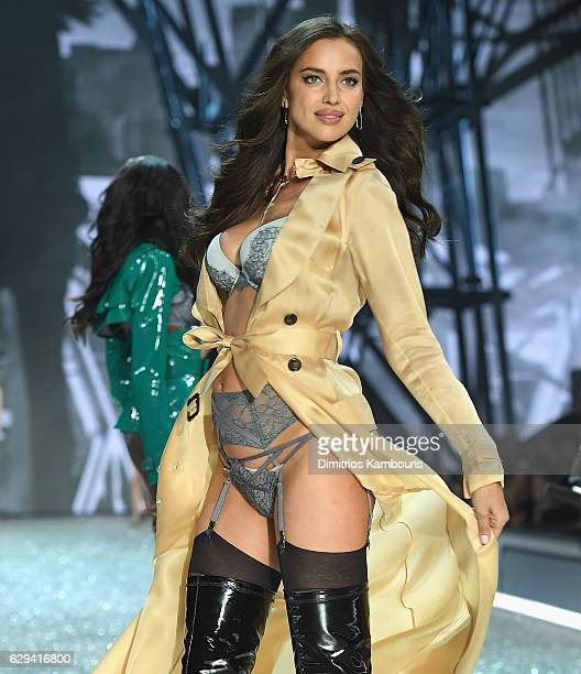 Irina Shayk walks during the 2016 Victoria's Secret Fashion Show on November 30, 2016 in Paris, France.