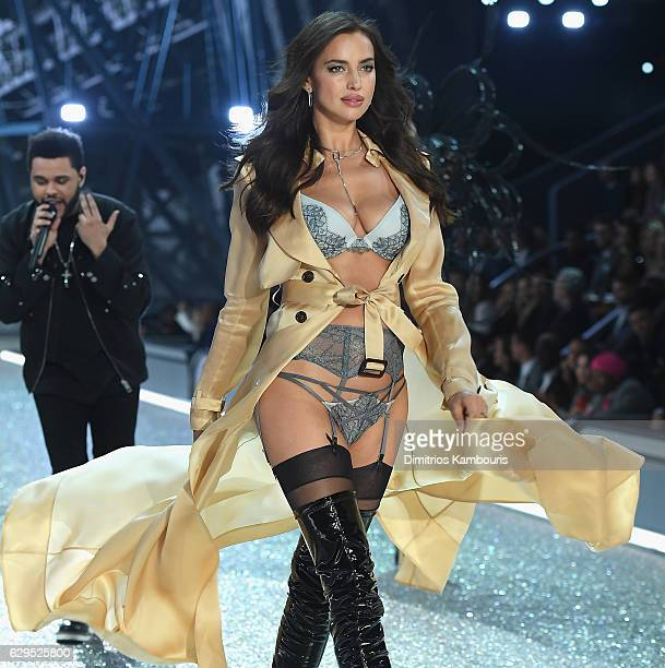 Irina Shayk walks during the 2016 Victoria's Secret Fashion Show on November 30 2016 in Paris France