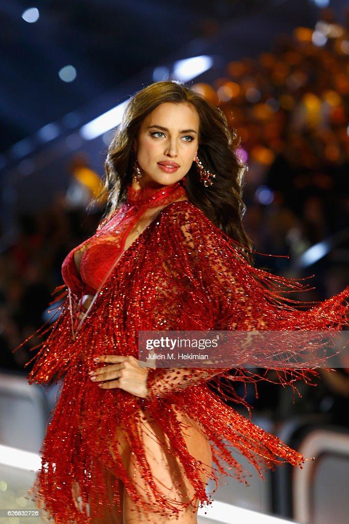 Swarovski Sparkles in the 2016 Victoria's Secret Fashion Show : News Photo