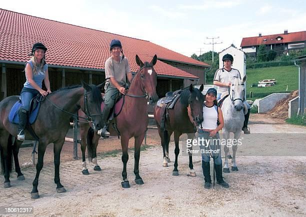 Iris Criens Albert Oberloher Natasja Mrinkovic Andreas Lebbing Miglieder der Musikgruppe Wind Bad Abbach Reitausflug Pferd reiten Sport Tier Reiter...
