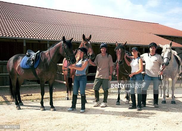 Iris Criens Albert OberloherNatasja Mrinkovic Andreas Lebbing Miglieder der Musikgruppe Wind Bad Abbach Reitausflug Pferd reiten Sport Tier Reiter...
