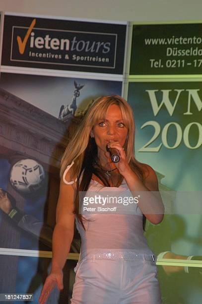 Wind Pokalabend zu Pfingsten Berlin Logenhaus Auftritt Bühne Sängerin Promis Prominente Prominenter