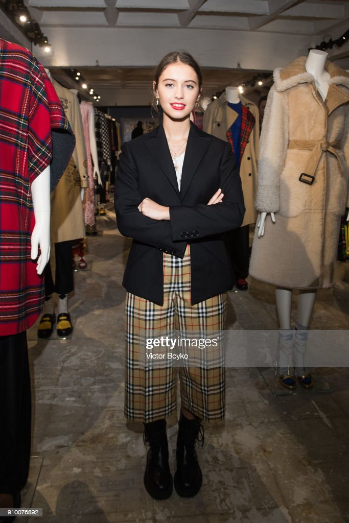 """""""Here We Are"""" : Burberry Exhibition - Paris Fashion Week - Haute Couture Spring Summer 2018"""