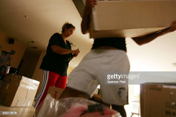 Iris Mendel packs as movers take boxes out to a waitng truck August 1 2005 from her home in the West Bank settlement of Ganim The Peretz family is...