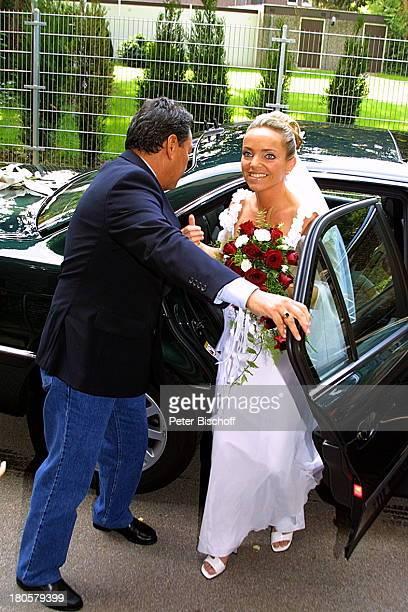 Iris Remmertz Bodyguard Leibwächter vor der kirchlichen Trauung Mönchengladbach Kirche St Mariä Empfängnis Braut Brautstrauß Hochzeit Brautkleid...