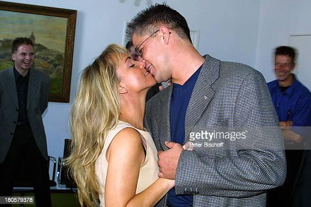 Iris Remmertz Ehemann Hansjörg Criens Bruder Dieter Criens Bruder Ralph Criens auf dem Standesamt Mönchengladbach standesamtliche Trauung Braut...