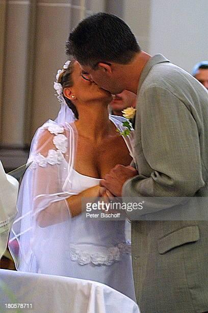 Iris Remmertz Ehemann Hansjörg Criens der Hochzeitskuss kirchliche Trauung Mönchengladbach Kirche St Mariä Empfängnis Braut Bräutigam Hochzeit...