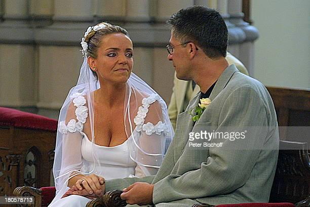 Iris Remmertz Ehemann Hansjörg Criens kirchliche Trauung Mönchengladbach Kirche St Mariä Empfängnis Braut Bräutigam Hochzeit Brautkleid Schleier...