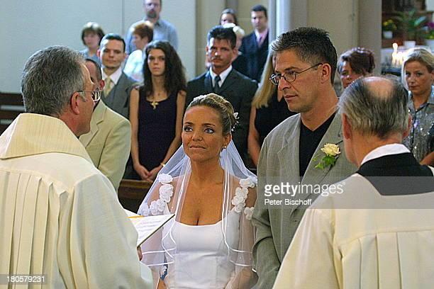 Iris Remmertz Ehemann Hansjörg Criens Pfarrer Graf vor dem Altar kirchliche Trauung Mönchengladbach Kirche St Mariä Empfängnis Braut Bräutigam...