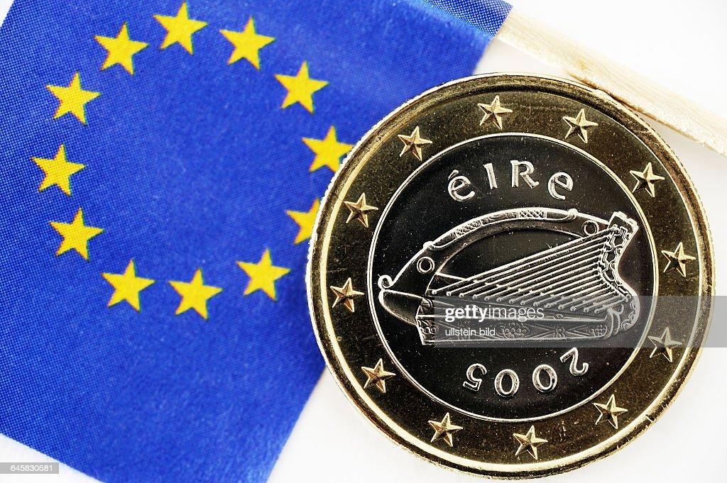 Irische Ein Euro Münze Und Eu Fahne Staatskrise Irland Photo D