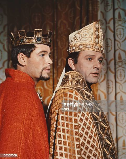Irish actor Peter O'Toole as King Henry II and Welsh actor Richard Burton as Thomas Becket in the film 'Becket', 1964.