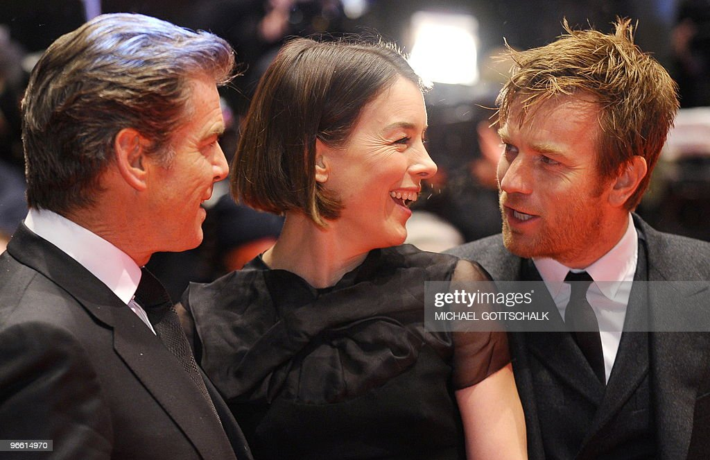 (From L) Irish actor Pierce Brosnan, Bri : News Photo