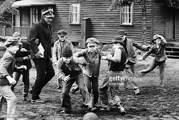Irish actor Richard Harris stars as a Pennsylvania coal miner in the film 'The Molly Maguires' 1970