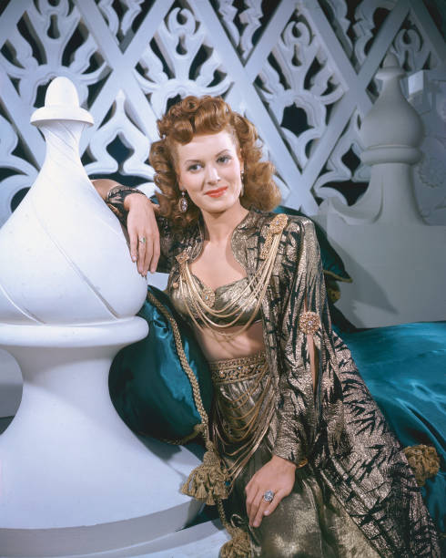 irish-actress-maureen-ohara-in-a-haremst