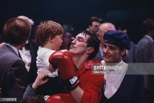 Irish boxer Barry McGuigan with his wife Sandra and their son Blair at McGuigan's title fight against WBA world featherweight champion Eusebio...