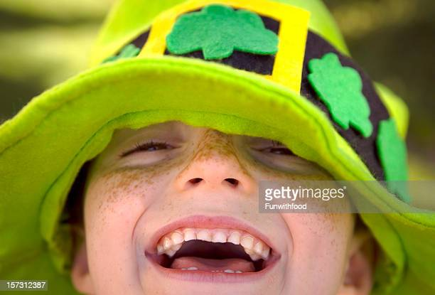 irish child st. patrick's day smiling leprechaun clover hat boy - st patricks day stock pictures, royalty-free photos & images