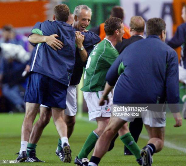 Irish coach Mick McCarthy congratulates his players at the end of the Group E first round match Germany/Ireland of the 2002 FIFA World Cup in Korea...