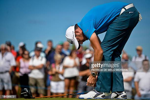 Irish golfer Simon Thornton ties up his shoe laces during the last day of the Portugal Masters golf tounament at Victoria Golf Course in Vilamoura...