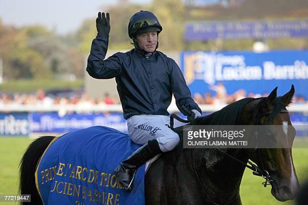 Irish Kieren Fallon celebrates after winning the 86th Arc de Triomphe horsing race on his horse Dylan Thomas 07 October 2007 at the Longchamp race...