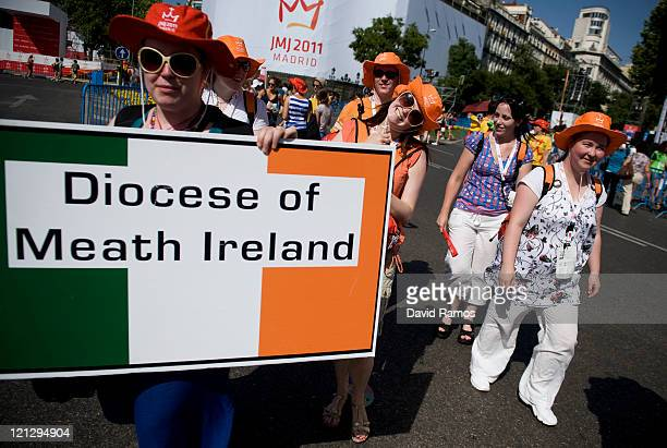 Irish pilgrims arrive at the Cibeles Square during the World Youth Day on August 17 2011 in Madrid Spain Initiated by Pope John Paul II in 1985 World...