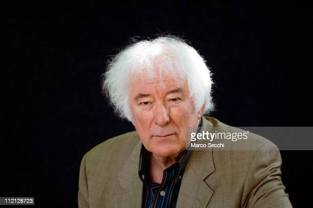 Irish poet and Nobel prize winning Seamus Heaney poses during a portrait session held at Edinburgh Book Festival on August 25, 2006 in Edinburgh,...