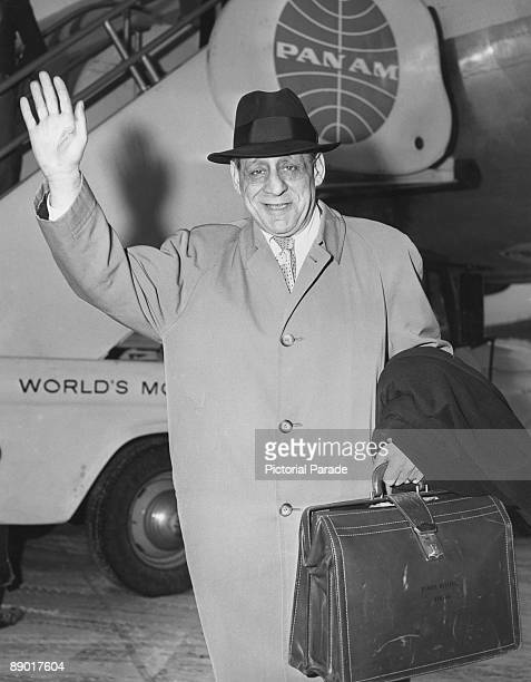 Irish politician Robert Briscoe formerly the Lord Mayor of Dublin arrives at New York International Airport circa 1960 He will spend three months in...