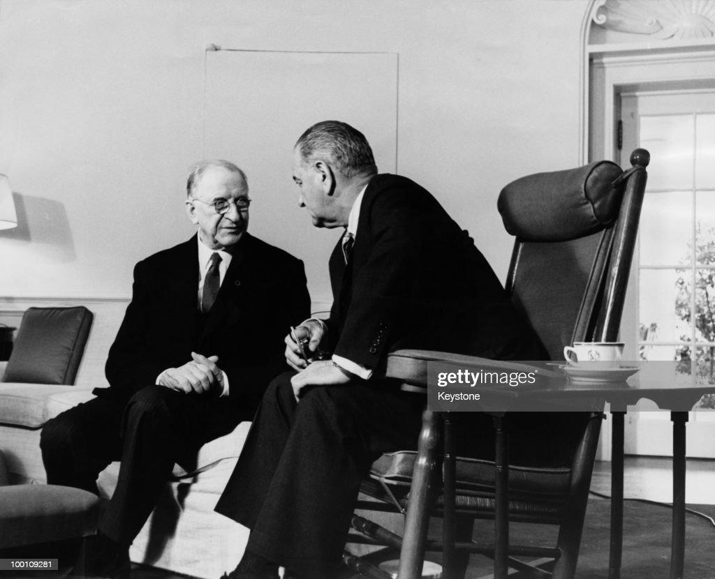 Irish President Eamon de Valera (1882 - 1975, left) with US President Lyndon B. Johnson (1908 - 1973) at the White House, Washington D.C., 1st June 1964.