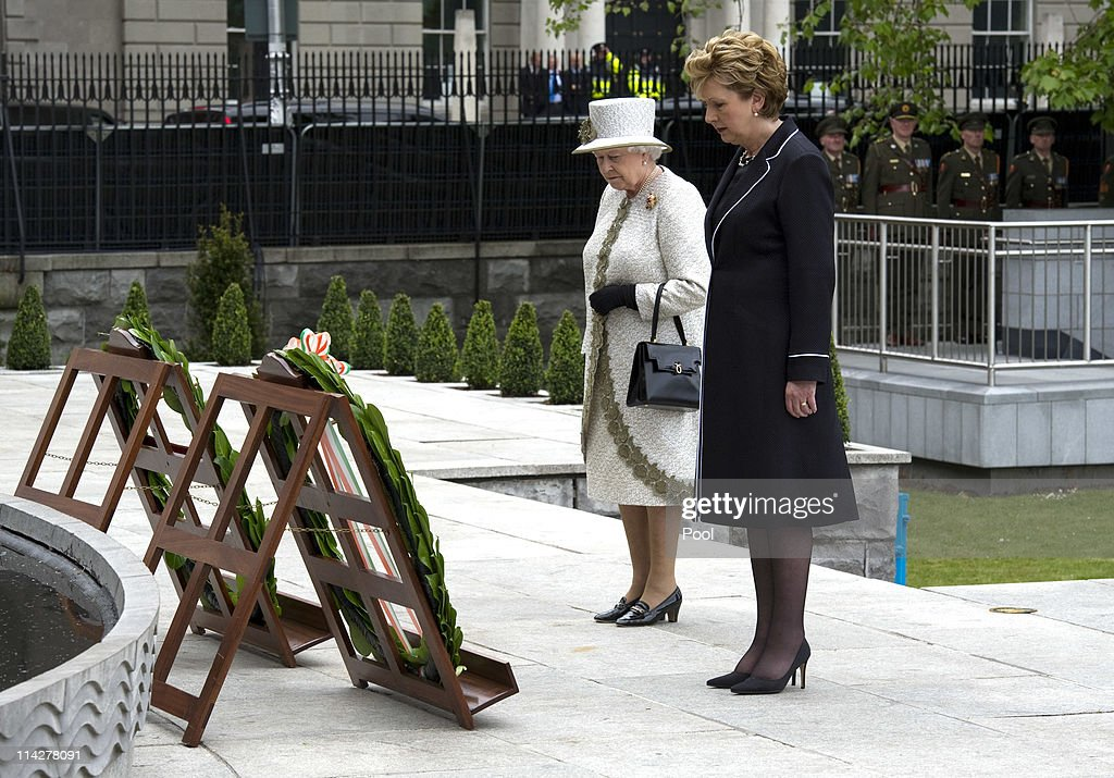 Queen Elizabeth II's Historic Visit To Ireland - Day One : Foto jornalística