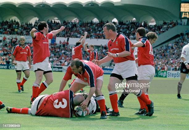 Irish rugby union player John Hayes of Munster scores a try during a Heineken Cup semifinal match against Toulouse at the Stade du Parc Lescure in...