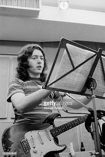 Photos en vrac - Page 8 Irish-singer-and-guitarist-rory-gallagher-in-a-studio-july-1973-picture-id183944549?s=612x612
