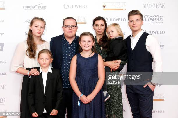 Irish singer Angelo Kelly with his wife Kira Harms Kelly and their five children during the Goldene Henne on September 28 2018 in Leipzig Germany