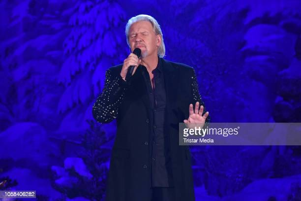 Irish singer Johnny Logan performs the taping of the MDR TV show 'Weihnachten bei uns' at Stadthalle on November 6 2018 in Zwickau Germany The show...