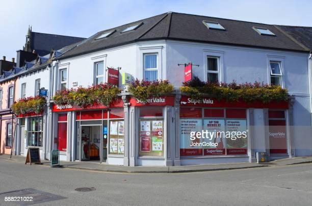 irish supermarket - fachada supermercado imagens e fotografias de stock