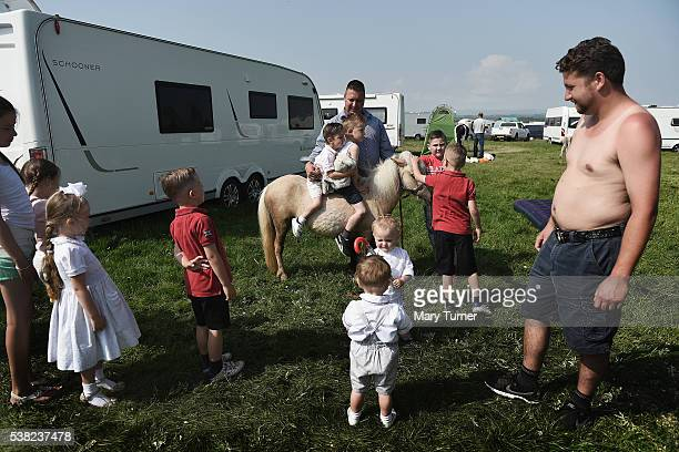 Irish traveller children play with on their pony at the Appleby Horse Fair on June 5 2016 in Appleby England The annual horse trading fair has been...
