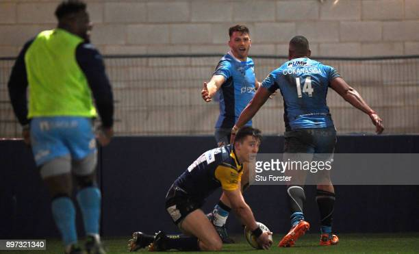 Irish wing Alex Lewington celebrates his try during the Aviva Premiership match between Worcester Warriors and London Irish at Sixways Stadium on...