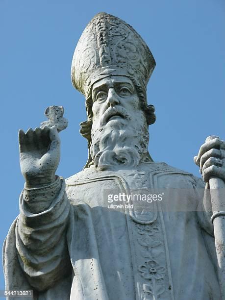 Statue des Heiligen Patrick am Hill of Tara dem einstigen Sitz irischer Hochkoenige nahe Dublin 2005