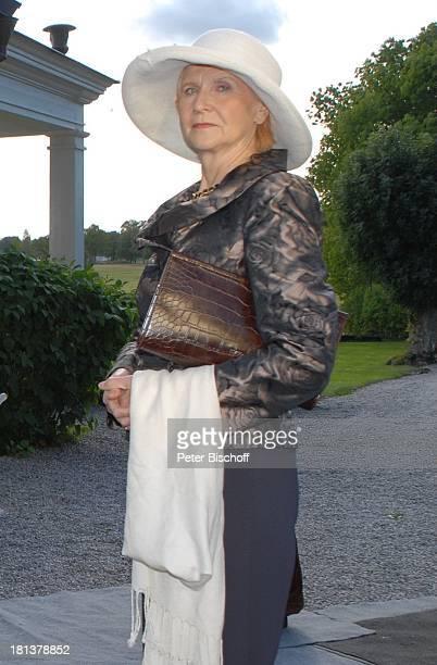 """Irm Hermann, ZDF-Sonntagsfilm Inga Lindström-Film, Folge 33: """"Mein falscher Verlobter"""" - alter Titel: """"Die Tochter des Admirals"""", Hegästa Säteri,..."""
