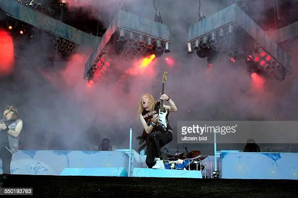 Iron Maiden 'Maiden England European'Tour Iron Maiden besteht aus Bruce Dickinson Dave Murray Adrian Smith Janick Gers Steve Harris und Nicko McBrain...