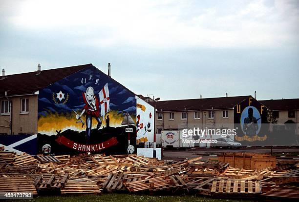 iron maiden de stormtrooper à belfast - belfast murals photos et images de collection