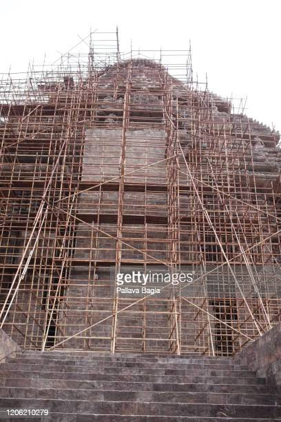 iron scafolding to protect the sun temple at konark a master piece in architecture dedicated to the sun god surya - accouplement cheval photos et images de collection