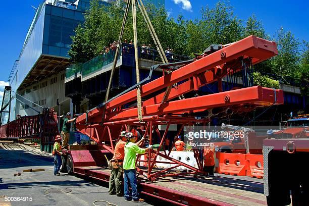 Iron Arbeitnehmer Union Mitglieder Disassembling Crane, Manhattan, New York City