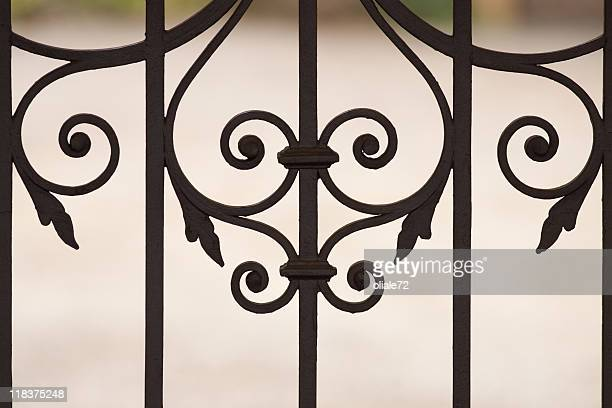 精巧な鉄製ゲートのクローズアップ