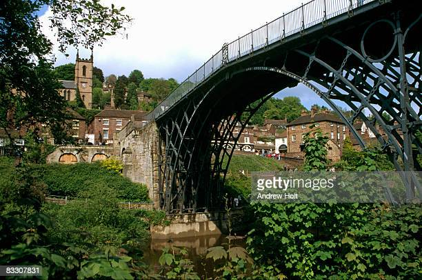 ironbridge bridge over river severn, shropshire  - ironbridge shropshire stock pictures, royalty-free photos & images
