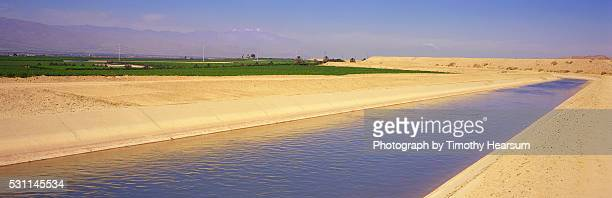 irrigation canal - timothy hearsum stockfoto's en -beelden