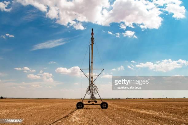 irrigation machinery - miguelangelortega fotografías e imágenes de stock