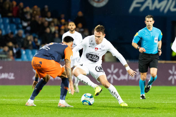MHSC -EQUIPE DE MONTPELLIER -LIGUE1- 2019-2020 - Page 4 Irvin-cardona-of-brest-during-the-ligue-1-match-between-montpellier-picture-id1189865940?k=6&m=1189865940&s=612x612&w=0&h=a0QYUkuX59a0hHh9KL2wxn1gomeHaHPoHU7rTZfihNI=