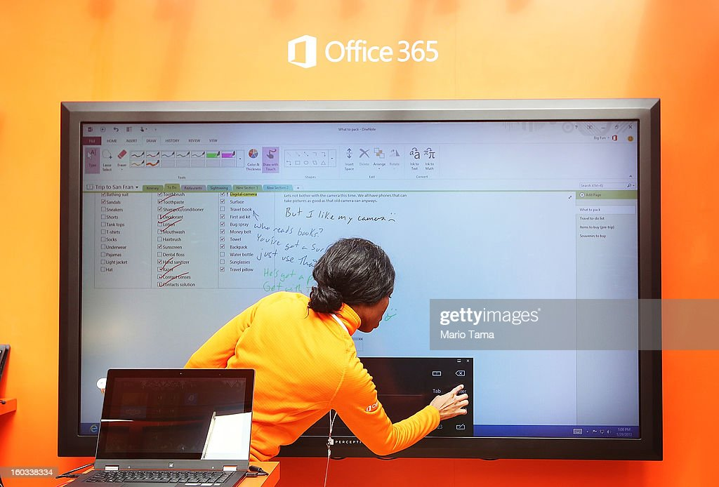 Microsoft Launches Office 2013 In New York's Bryant Park : ニュース写真