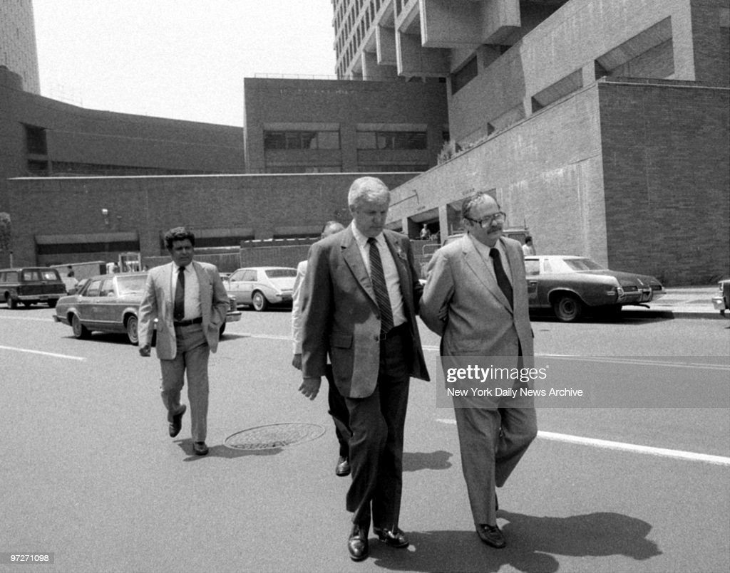 Irwin Margolies is led by detectives to booking. He pleaded  : ニュース写真